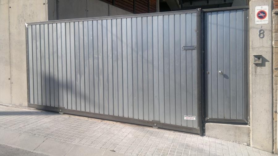 Pormatic 2012 s l puerta de garaje corredera inferior for Puerta garaje metalica