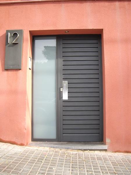 Pormatic 2012 s l puerta de paso para garaje for Puerta garaje metalica